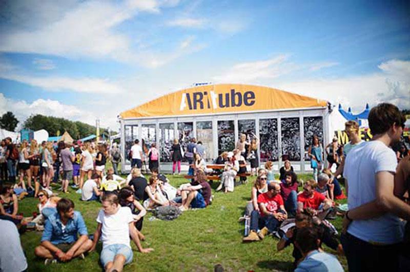 twee video's van Inge Reisberman vertoond tijdens Lowlands festival 2016, door Arttube en Museum De Lakenha